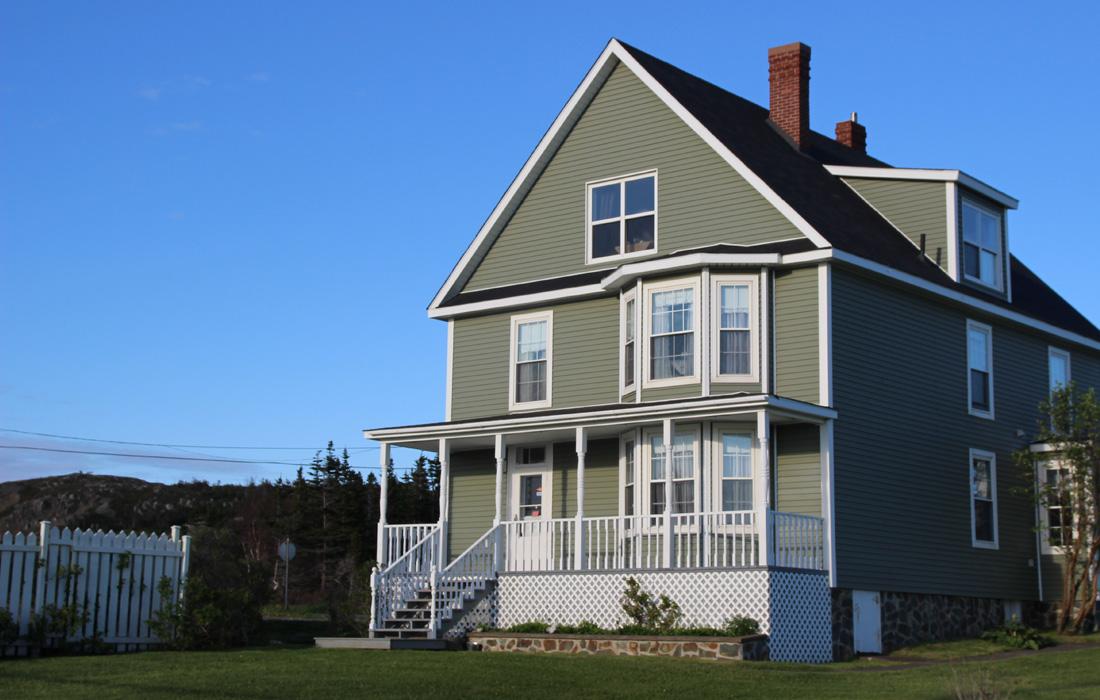 exterior-applewood-inn
